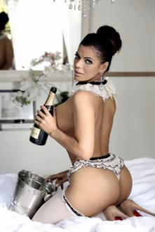 bumbum-brazil-suzy-cortez-celebrates-new-year