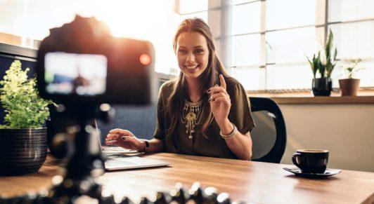 video-social-media-marketing-film-camera-hot-dog-marketing