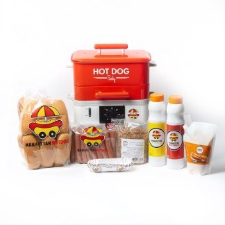 Pack Premium Manhattan Hot Dog, une hotdog station, 24 hotdogs, 3 squeezes de sauces, 1 sachet d'onions crispies, 1 poche de cheddar