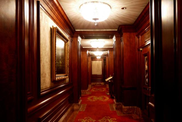 ザ・リッツ・カールトン大阪_ロビー階の廊下