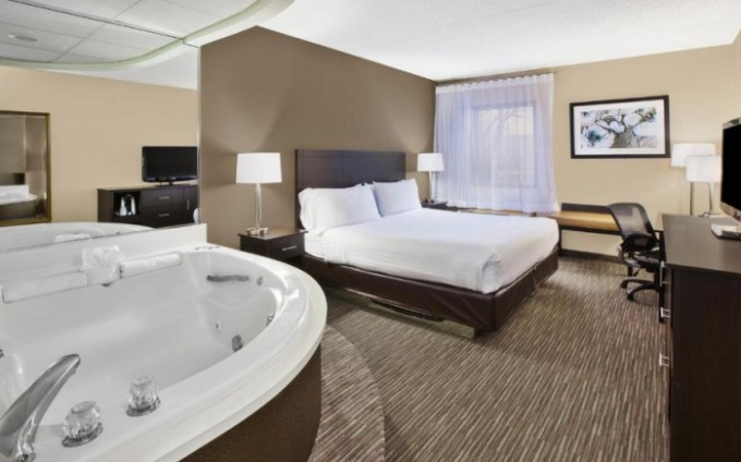 A spacious king room with a big hot tub in Holiday Inn Express Detroit-Warren - General Motors Technology Center