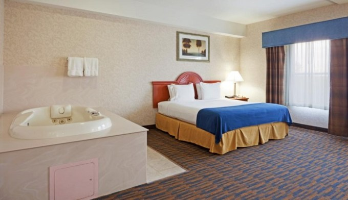 King room with a hot tub in Holiday Inn Express North Attleboro hotel, MA