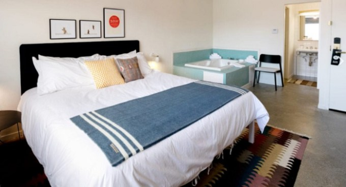 Room with a private hot tub in Trumbull and Porter – Detroit Downtown hotel
