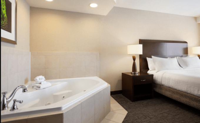 Room with private hot tub in Hilton Garden Inn Atlanta Downtown hotel