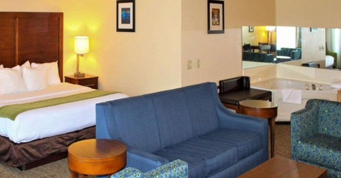 Hot tub suite in Comfort Inn & Suites St. Louis - Chesterfield, MO