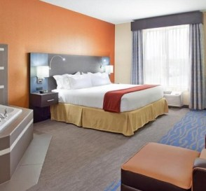 Room with a hot tub in Holiday Inn Express & Suites St Louis Airport
