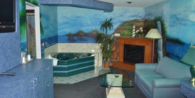 Whirlpool suite in Relax Inn Motel and Suites Omaha, Nebraska