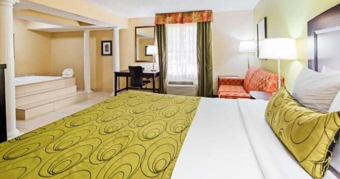 Hot Tub suite in Best Western Plus Addison-Dallas Hotel, TX