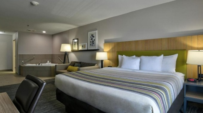 Suite With A Hot Tub in Country Inn & Suites by Radisson, Oklahoma City Airport, OK hotel