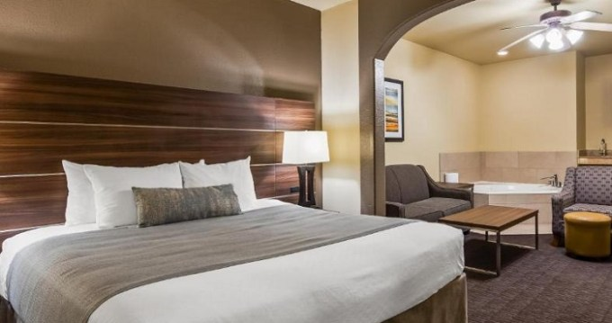 Suite with Whirlpool in Best Western Plus Hill Country Suites - San Antonio, TX