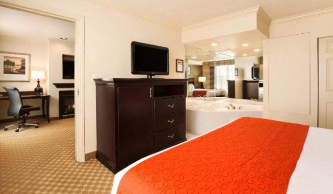 Suite with a hot tub and fireplace in Country Inn & Suites by Radisson, Bountiful, near Salt Lake City, Utah