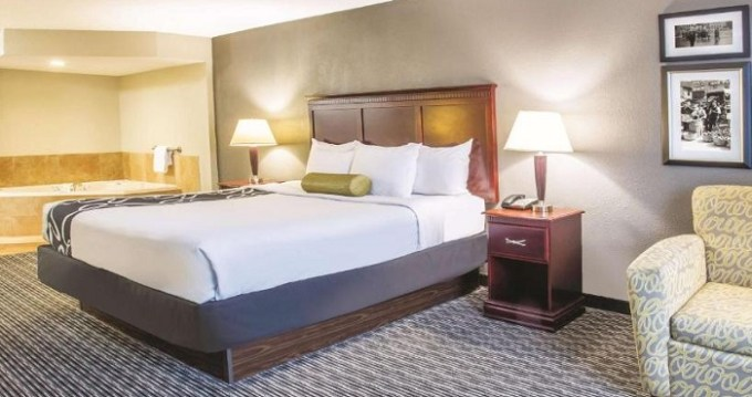 Suite with Whirlpool in La Quinta by Wyndham Indianapolis South, Indiana