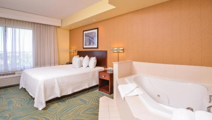 Suite with Whirlpool in SpringHill Suites Arundel Mills BWI Airport, near Baltimore, MD