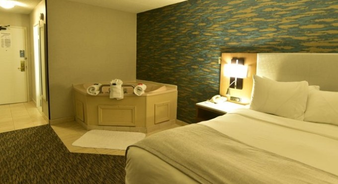 Suite with a hot tub in the room in Radisson Hotel Niagara Falls-Grand Island hotel, near Buffalo, NY