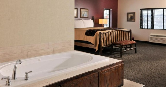 Suite with a hot tub in the room in Stoney Creek Hotel & Conference Center - Independence, MO