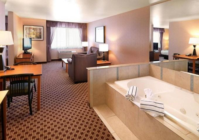 Hot Tub Suite in Crystal Inn Hotel & Suites - Midvalley, Murray, UT