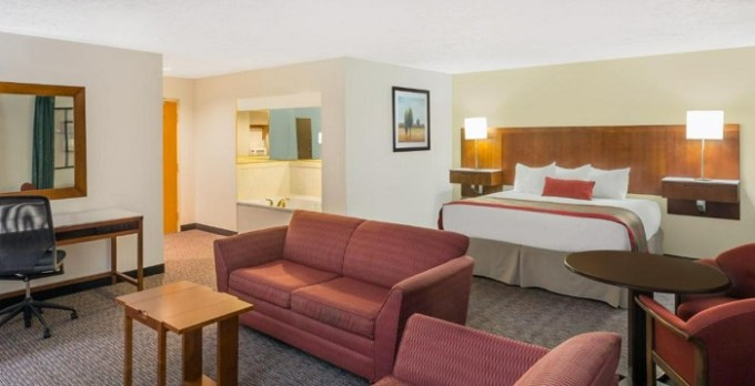 Suite with a jetted tub in Ramada by Wyndham Cedar City, Utah