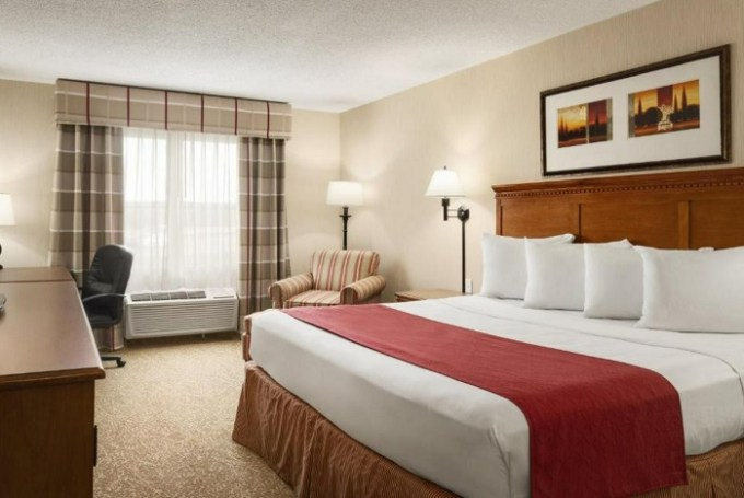 Whirlpool suite in Country Inn & Suites by Radisson, Toledo South, OH