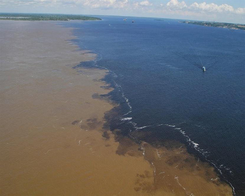 imagem-de-encontro-das-águas-do-rio-negro-e-rio-solimões