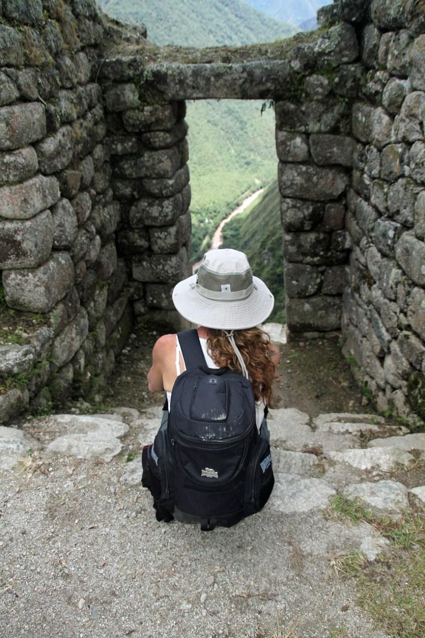 imagem-de-turista-nas-ruinas