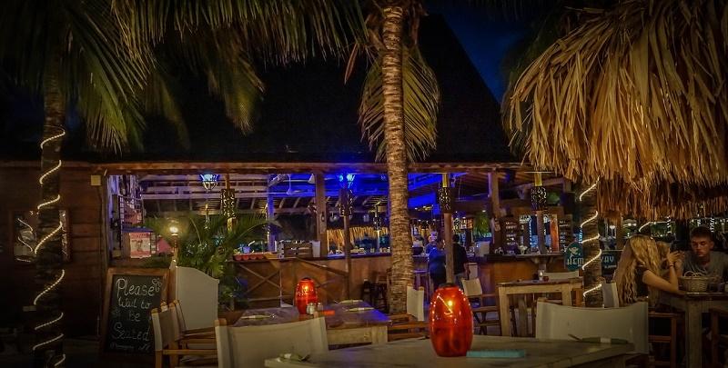 imagem-de-restaurante-na-praia-do-caribe