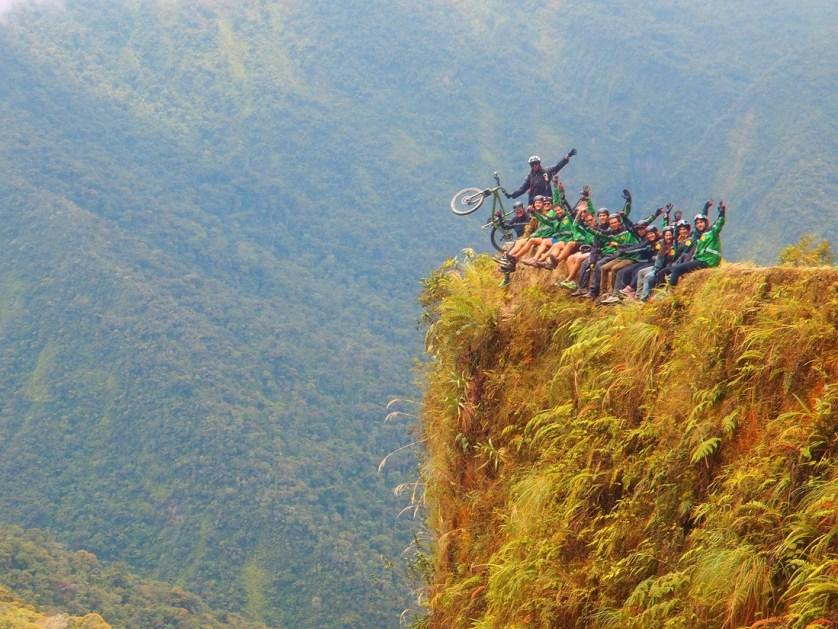 imagem-de-ciclistas-na-montanha