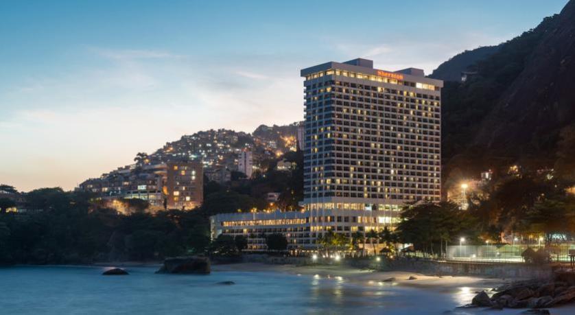 imagem-de-hotel-na-beira-do-mar