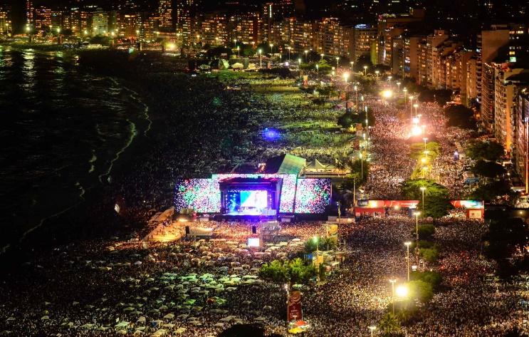 imagem-de-festa-de-ano-novo-na-praia-de-copacabana