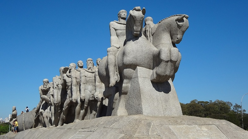 imagem-de-monumento-em-frene-ao-ibirapuera