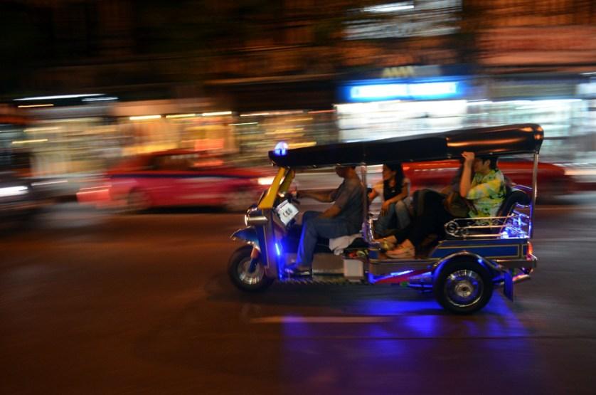 imagem-de-triciculo-motorizado-em-bancoc