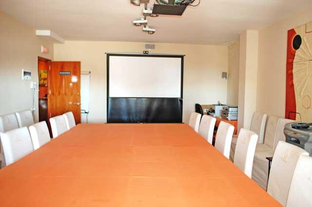 Cursos talleres y presentaciones sala polivalente
