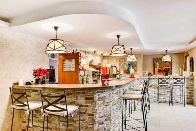 desayuno-en-la-cafeteria-del-hotel-el-corzo