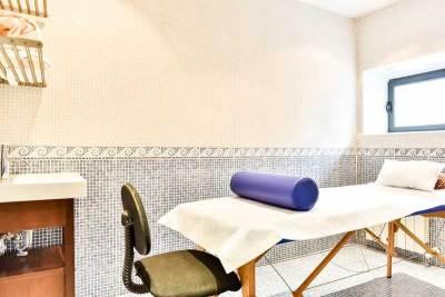 camilla de masajes del hotel el corzo