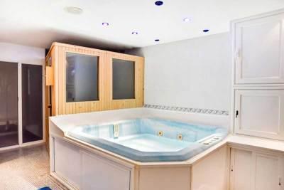 jacuzzi y sauna en el hotel el corzo