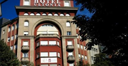 swimming-pool-hotel-barcelo-pueblo-park37-8075