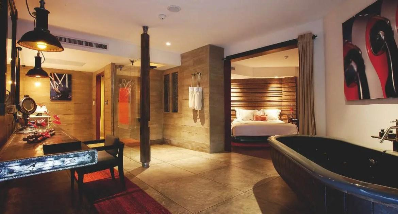 Première catégorie de chambre, la Pearl Bed Suite imbrique sur 65 m2 intérieur et extérieur.
