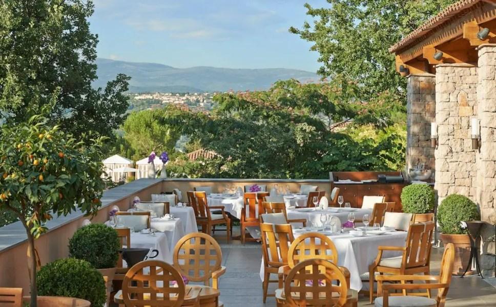 Terrasse-du-restaurant-Le-Faventia-(2)---copie