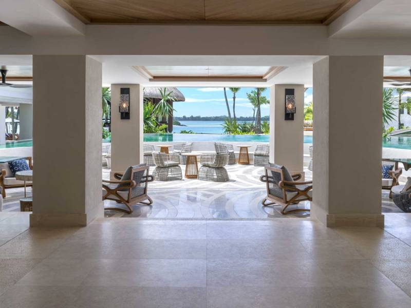 upper-lobby-with-view-to-pool