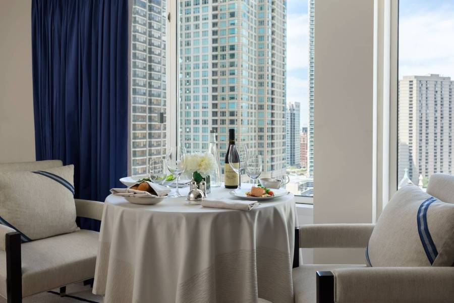 in-room-dining_the-peninsula-chicago