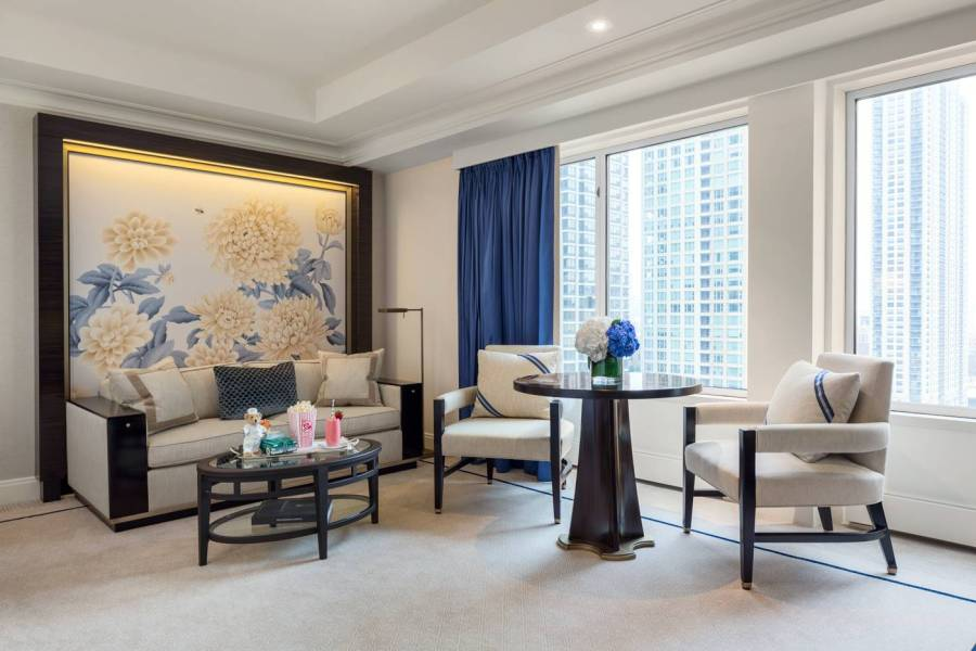 premier-deluxe-guestroom-living-area_the-peninsula-chicago