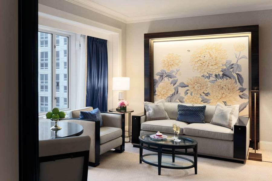 premier-deluxe-suite-living-room_the-peninsula-chicago