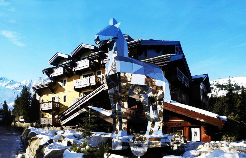 1-1-cheval-blanc-courchevel-outdoor-by-day_t