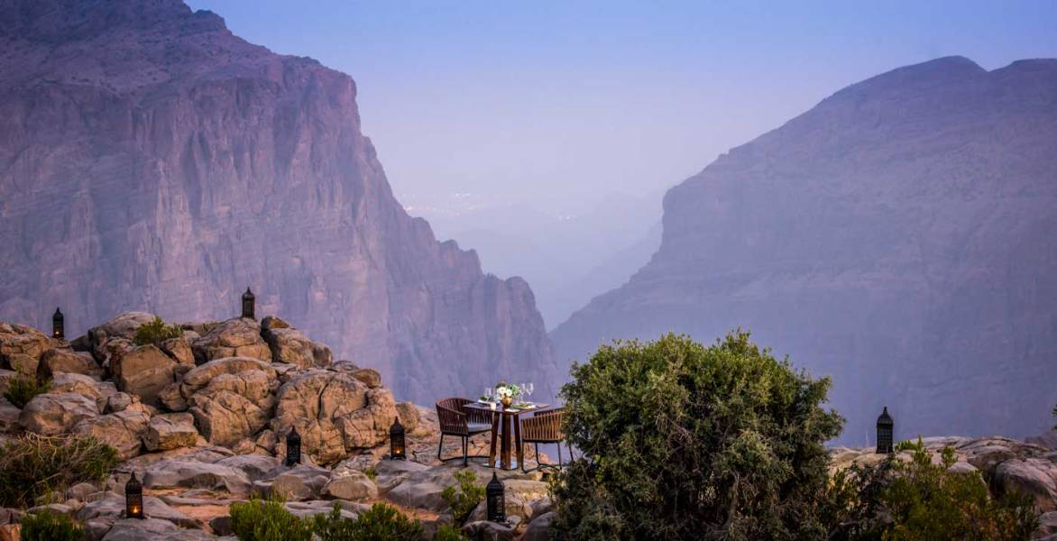 embargoed-until-nov-1dining-by-design-cliff-view_0008_rt_lr_fn