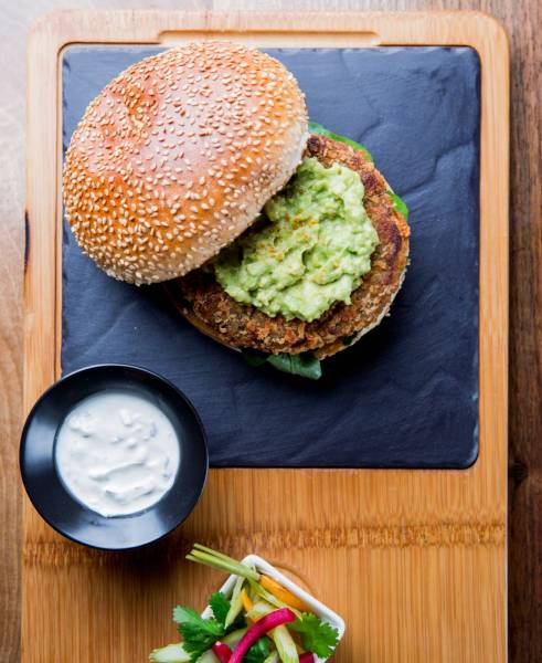 ®pierremonetta-Burger-vegetarien-facon-Fallafel----Buddha-Bar-Hotel-Paris