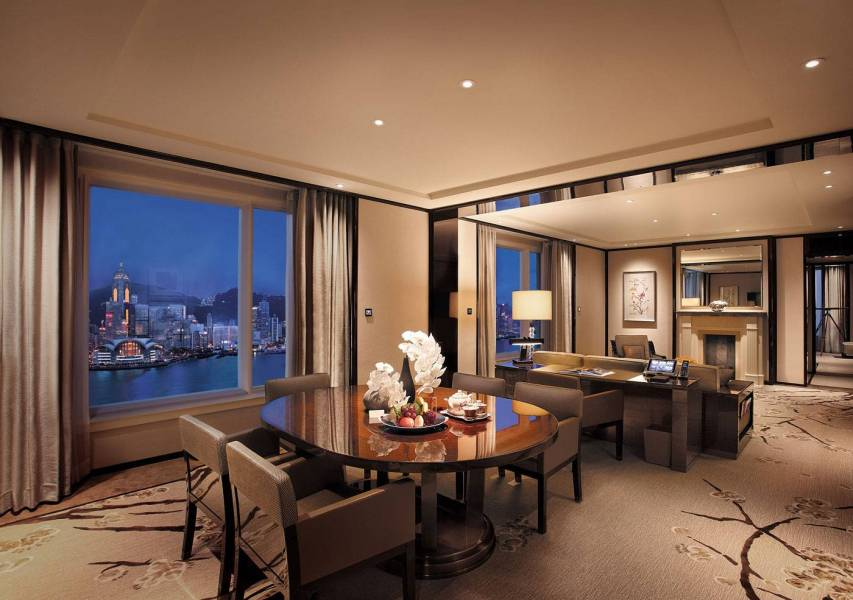 Grand-Deluxe-Harbour-View-Suite---Living-room-(Night)