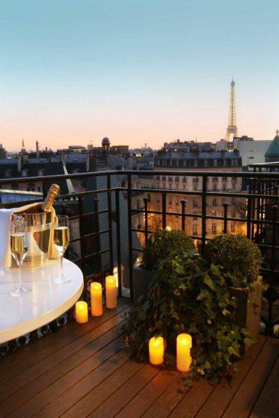 SanRegisParis--Terrasse-Junior-Suite-avec-vue-Tour-Eiffel-illuminée