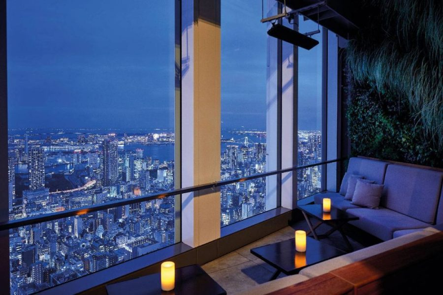 Andaz-Tokyo-Rooftop-Bar-Window-Seat-copie