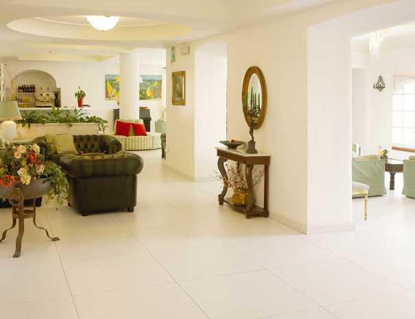 Arredo_Interno_Hotel_La_Scogliera (4)