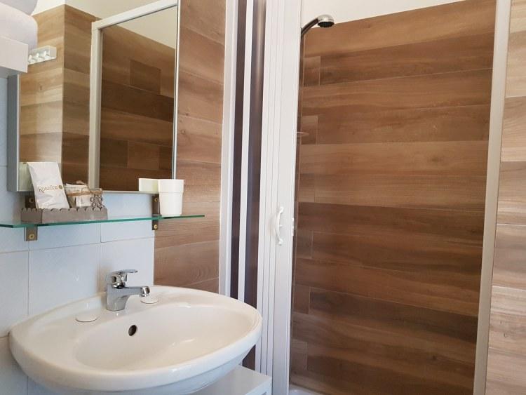 bagno-hotel-nettuno-porto-san-giorgio
