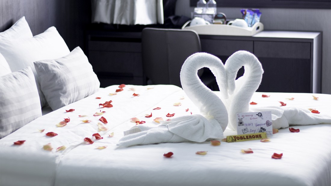Romantic Honeymoon Hotel Room Package In Singapore Singapore